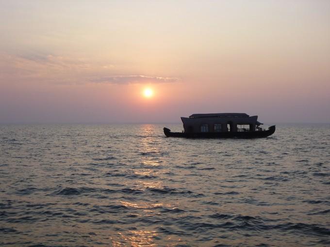 houseboat-166474_1280