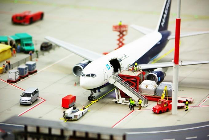 airport-687256_1280