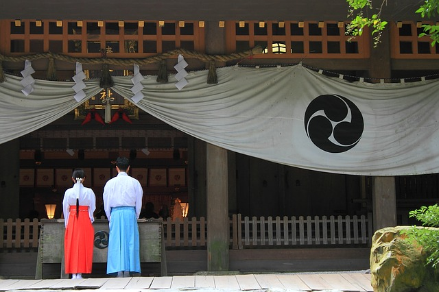 shrine-801609_640