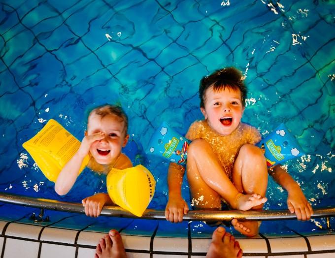 swimming-933217_1920