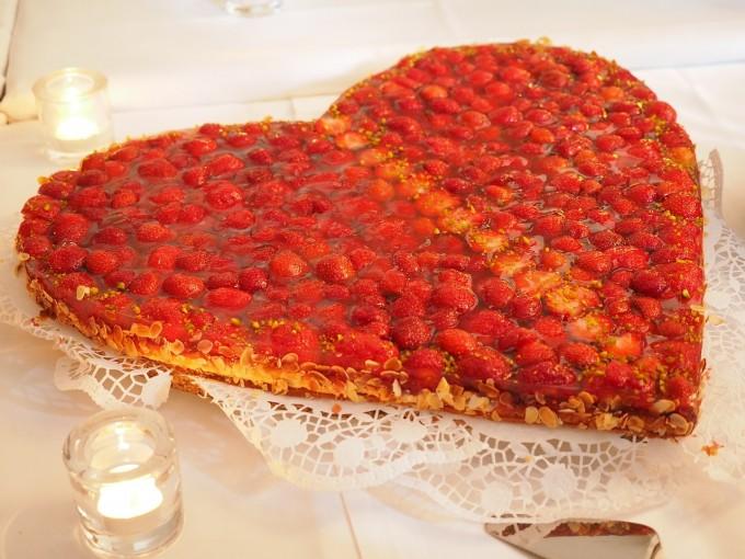 strawberry-cake-590788_1280