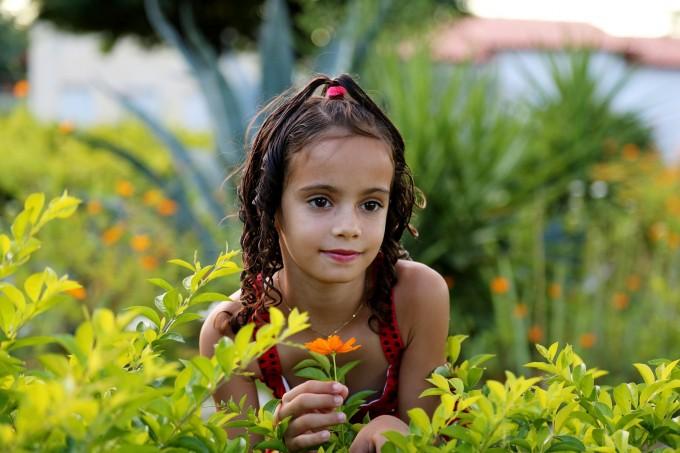 girl-in-the-garden-1204288_1920(1)
